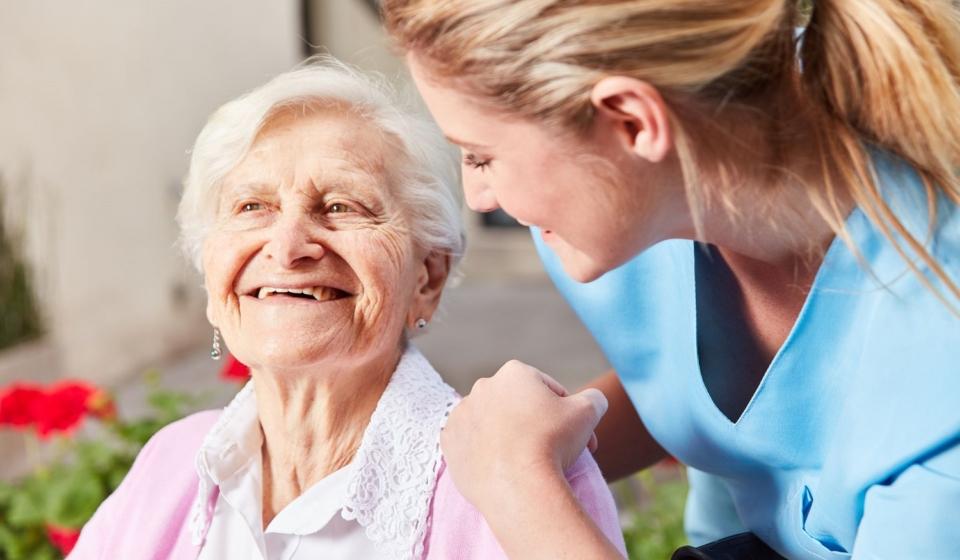 Personne âgée bien traitée