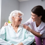 Aide à domicile auprès d'une personne âgée